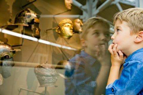 Schoolklassen gratis naar het Rijksmuseum van Oudheden in Leiden