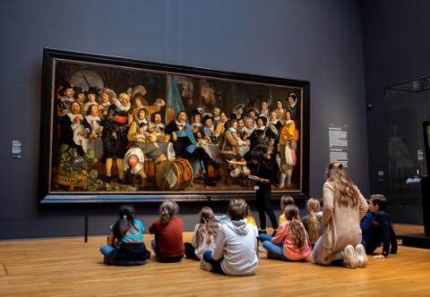 Rondleidingen in het Rijksmuseum voor regulier en speciaal basisonderwijs.